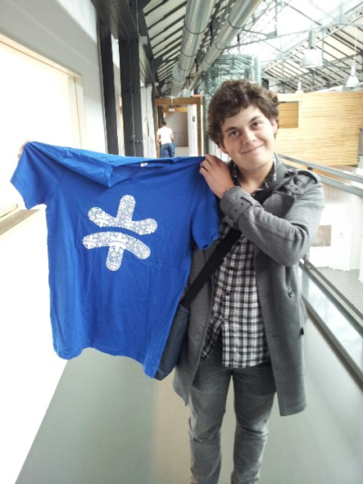 Davy Kestens shows his new TwitSpark tshirts